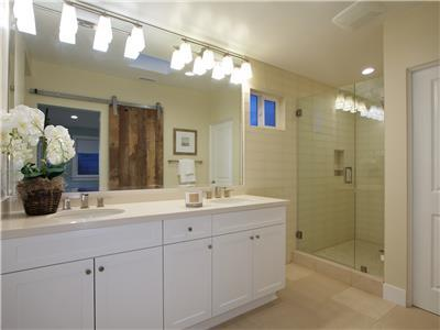 3rd level - Master bathroom with 2 sinks and showe