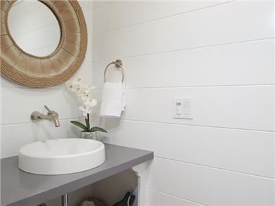 2nd level - Bathroom