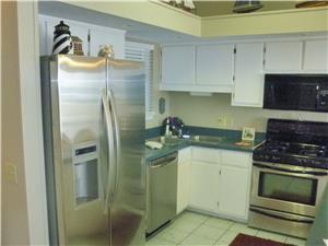LARGE FULLY EQUIPPED UP TO DATE KITCHEN