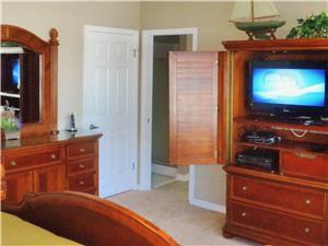 FLAT SCREEN TV AND MORE IN EVERY BEDROOM