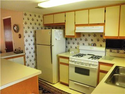 Fully furnished and fully equipped kitchen.