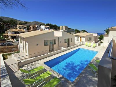Holiday villa rental in Cala Sant Vicente