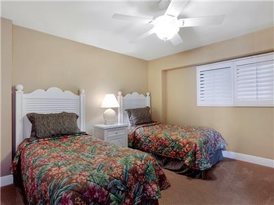 Guest Bedroom - Twin Beds