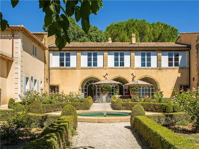 Beautifully Restored Bastide with Swimming Pool and Jacuzzi, Close to Uzès, Sleeps 14