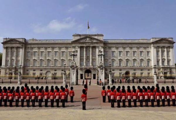 Buckingham Palace Private Apartments http://turtle-flats.com/attractions/buckingham-palace-city-of-westminster-london-touristattraction