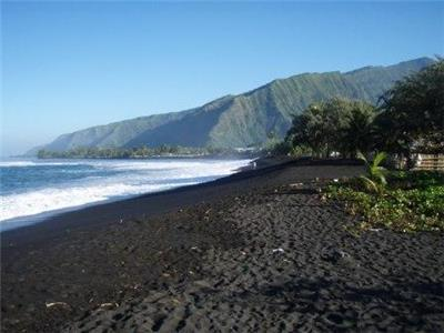Black sand beach Papara Tahiti