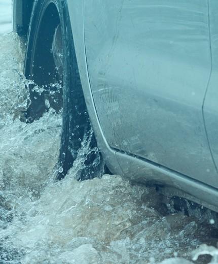 Motorista: Proteja-se durante enchentes