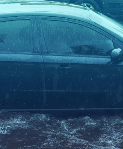 como-dirigir-em-enchentes-e-alagamentos-ceabs