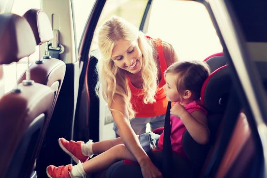 como-garantir-a-seguranca-criancas-no-carro-ceabs
