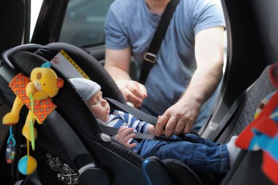 como-garantir-seguranca-das-criancas-no-carro-ceabs