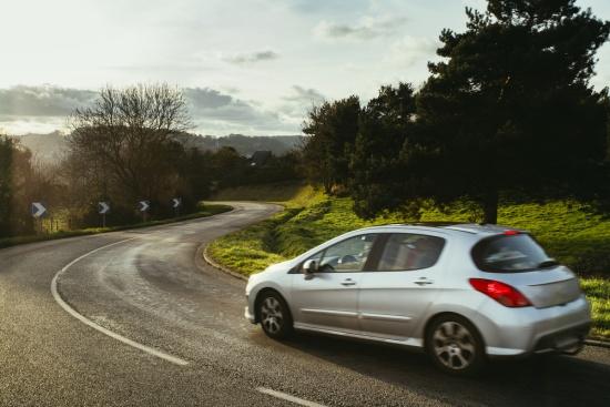 5 dicas para dirigir na estrada com segurança