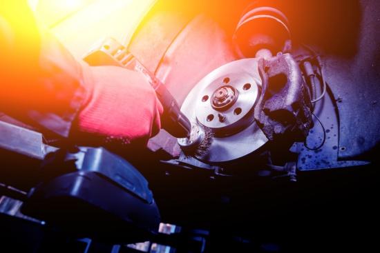 Como o freio do carro funciona?