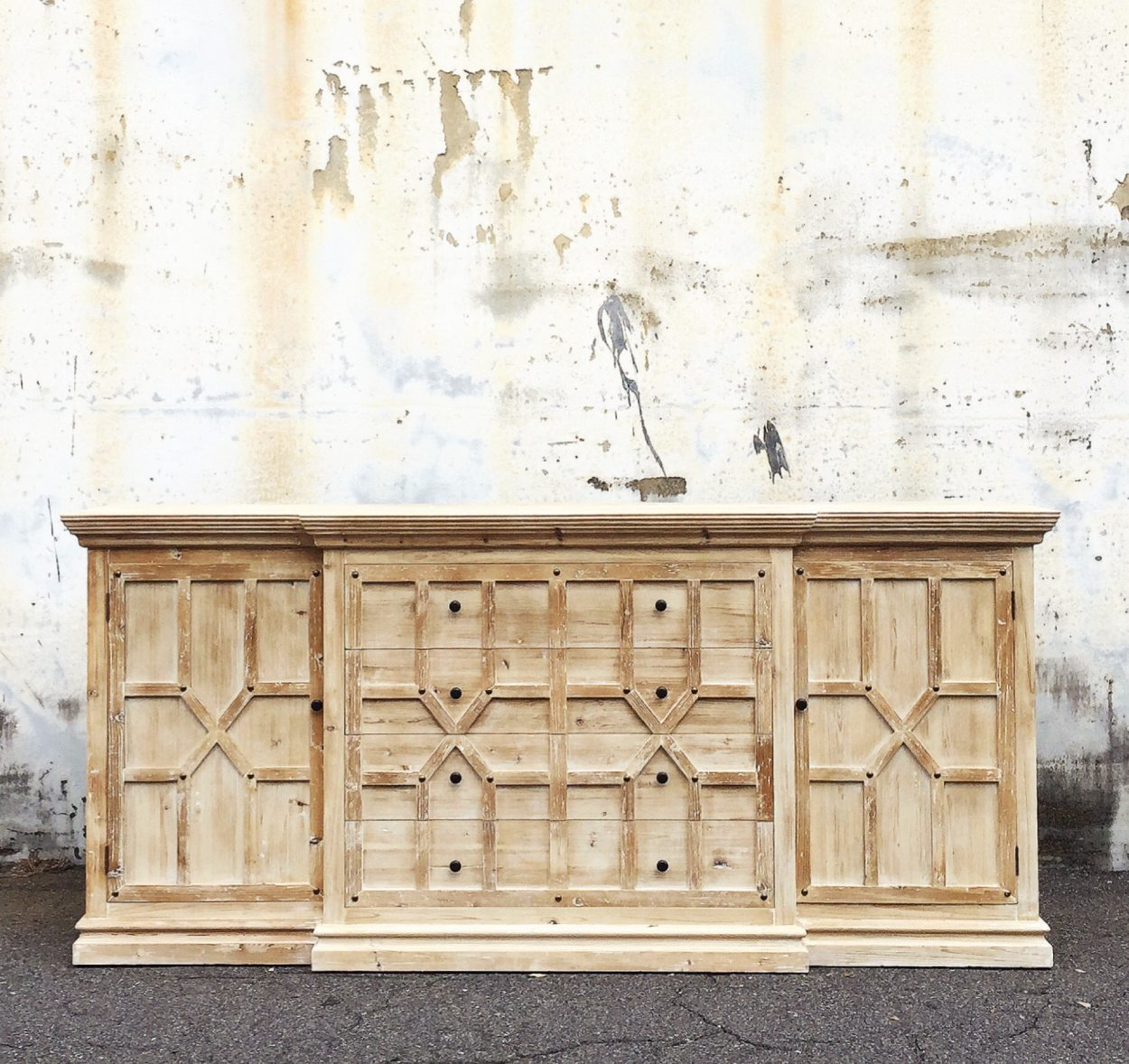 Solid Wood. Reclaimed. Sustainable.