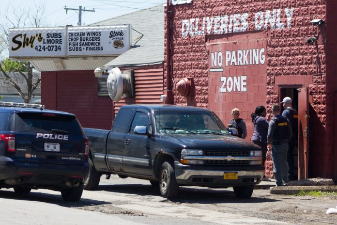 State Taxation and Finance Investigators seized Shy's Subs at 2300 Genesee Street on May 9, 2017. (Jim Herr/Cheektowaga Chronicle)