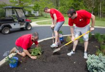 KeyBank volunteers work at Hospice Buffalo on the afternoon of May 24, 2017. (Jim Herr/Cheektowaga Chronicle)