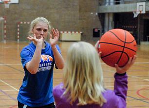 Eva bonde basket 2010 04 coach dsc 3005