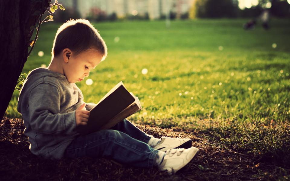 O kids reading facebook