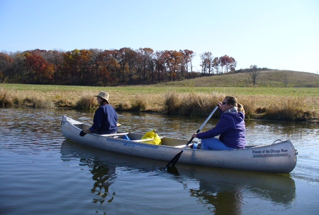 Single_canoe_with_open_background
