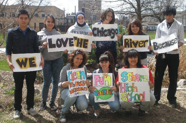 We_love_the_chicago_river.1