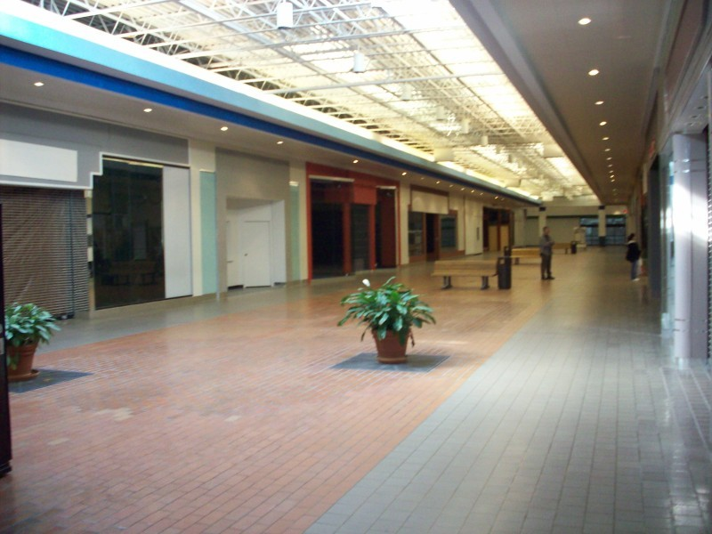 Muscatine Mall Empty Space