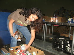 Fareeha_khan_at_foodbank