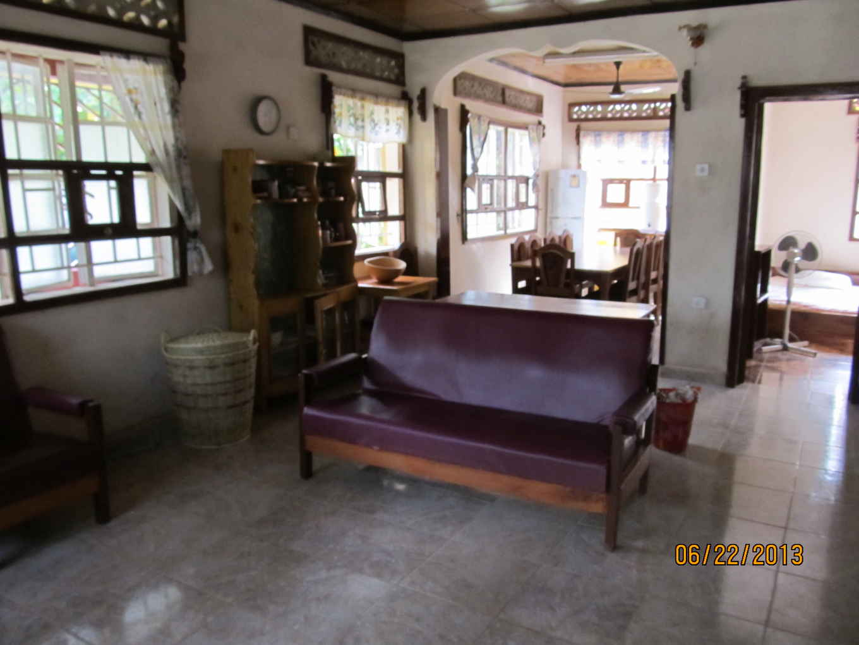 GH - living room.JPG