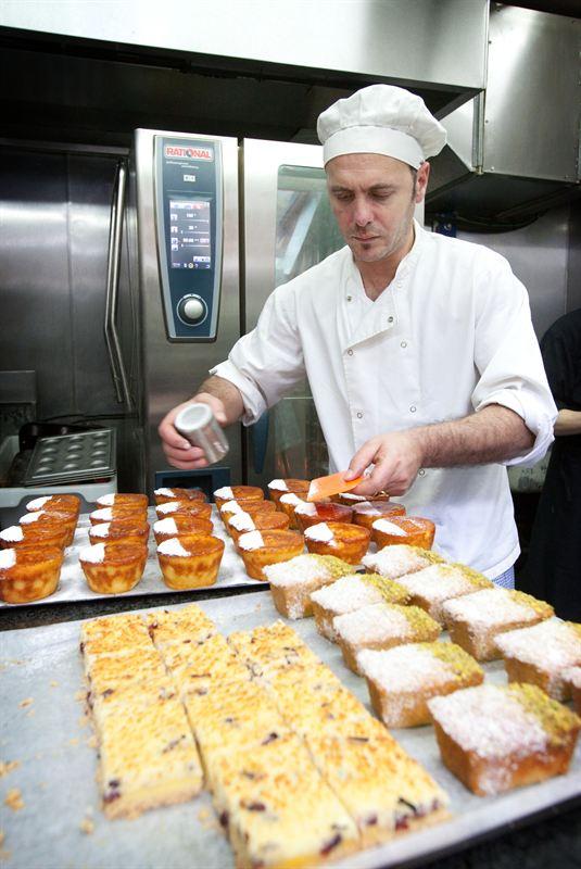 Koch beim kochen  Food - Die Top 10 Koch- und Backmagazine in Deutschland | Cision