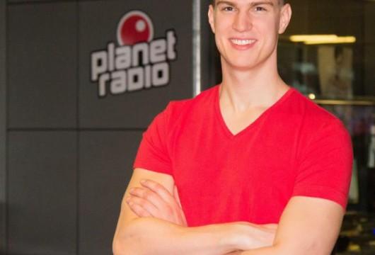 Jonas Löffler moderiert bei planet radio