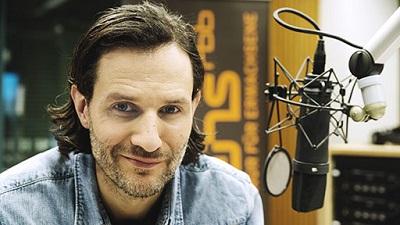 Manuel Möglich moderiert bei Radioeins