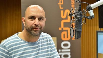 Serdar Somuncu moderiert 'Die Blaue Stunde' bei radioeins