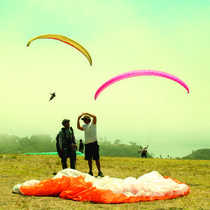 Eling's South: Paragliders at the Bunny Hill