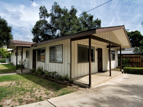 Corner Ranch Style Home in Meiners Oaks