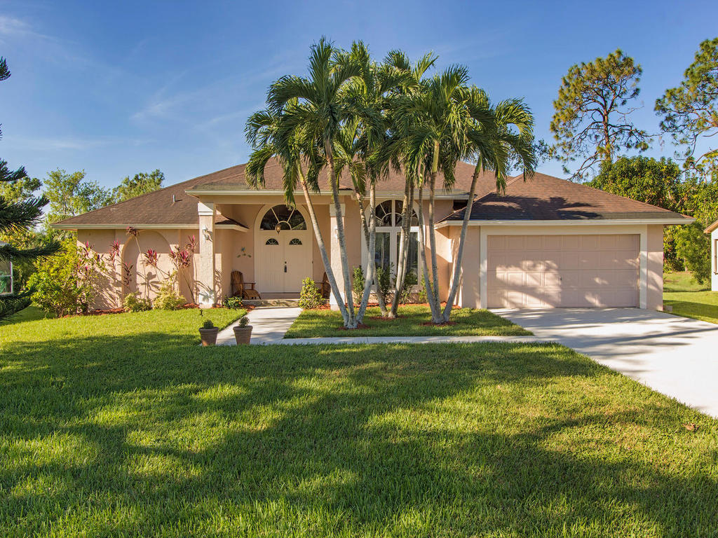 Home for sale: 109 Plantation Circle, Naples, FL