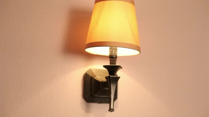 Video: The Proper Height for Bedside Wall Sconces eHow