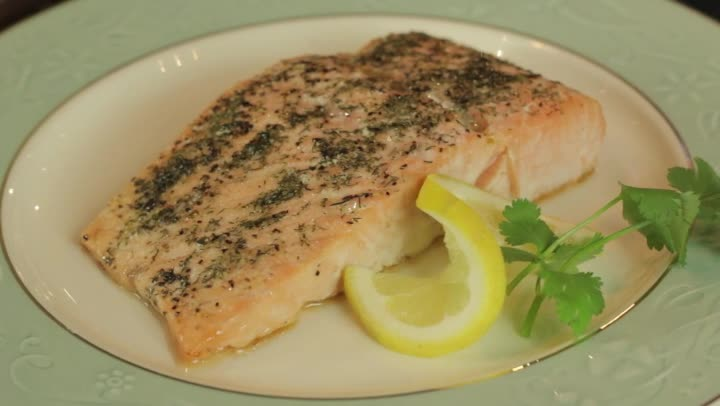Video how to bake salmon in the oven ehow for How long do you cook fish in the oven