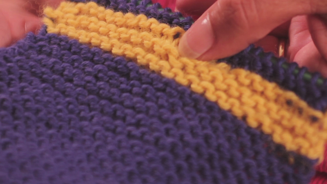 Video: Changing Yarn Colors when Knitting a Sweater eHow