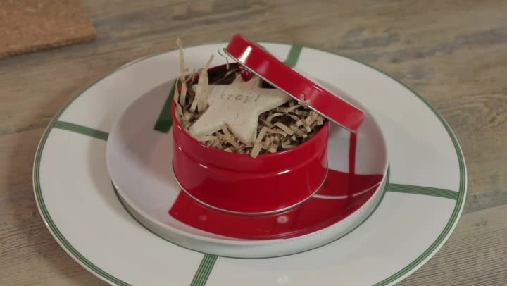 Video how to decorate with christmas tins ehow for Decorating tins for christmas