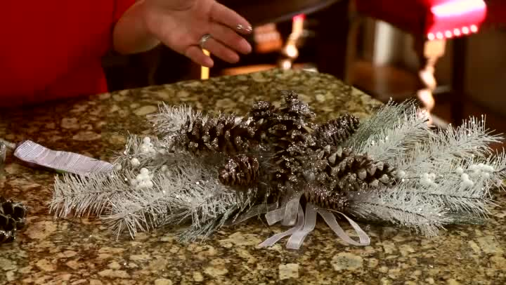 Video: How to Create Ice Drops on Christmas Decor : eHow