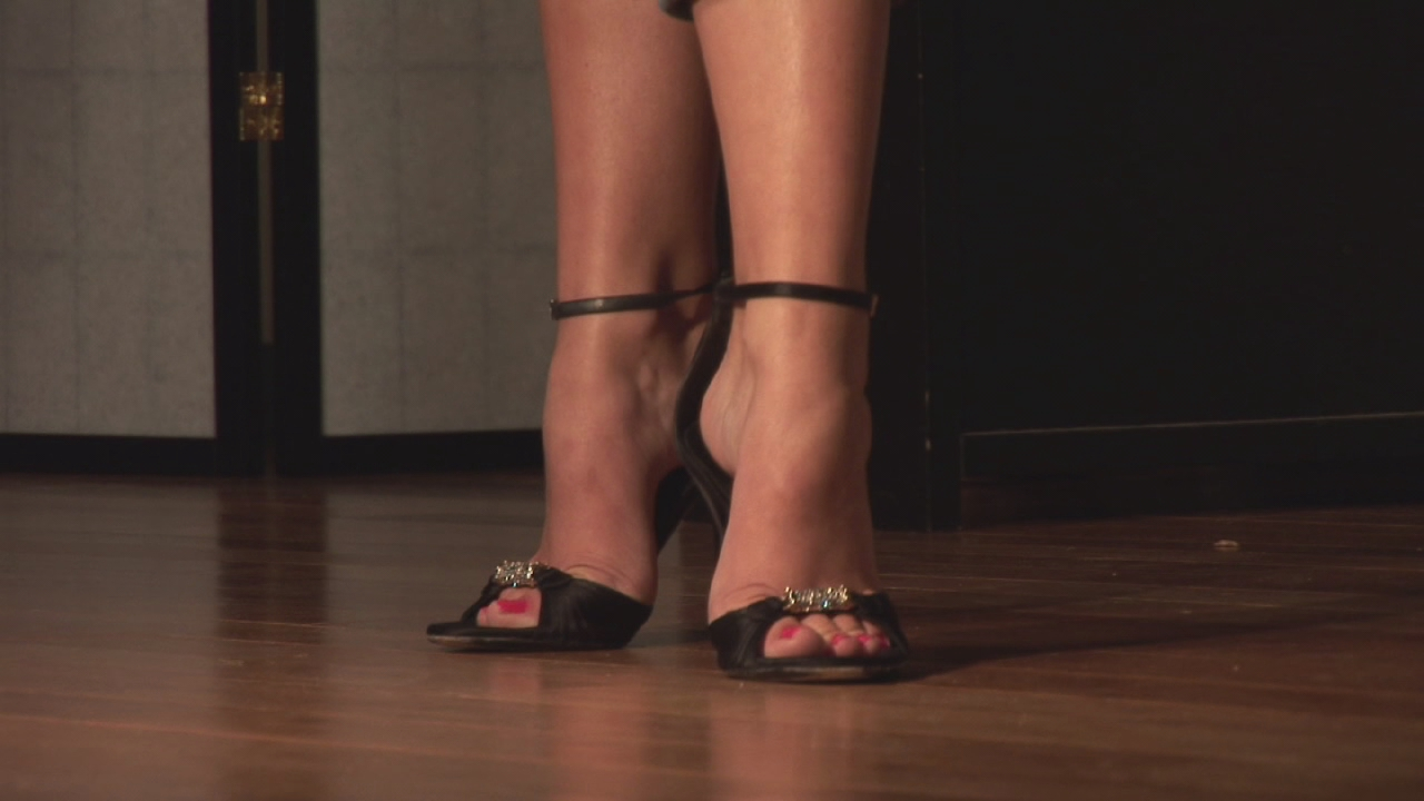 Video: How to Position Your Feet in High Heels