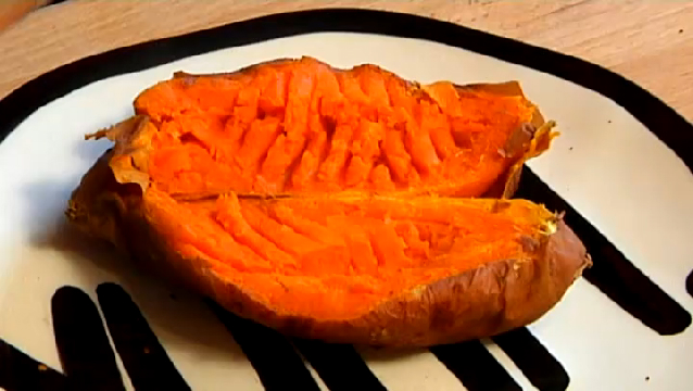 how to cook a baked sweet potato in the microwave