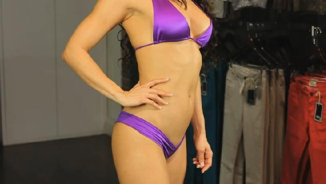 Video: Tricks to Make Your Torso Look Longer in a Bikini ...