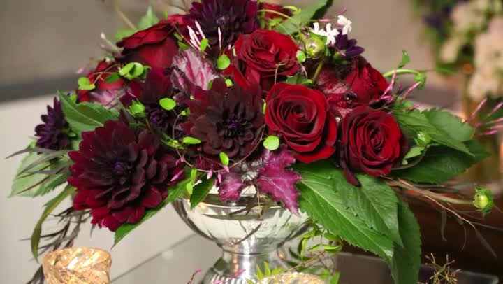 Video ideas for wedding table flower arrangements ehow for Arrangement petite cuisine