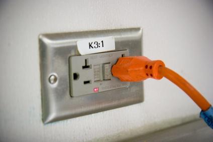 how to convert a 220v outlet to 110v. Black Bedroom Furniture Sets. Home Design Ideas
