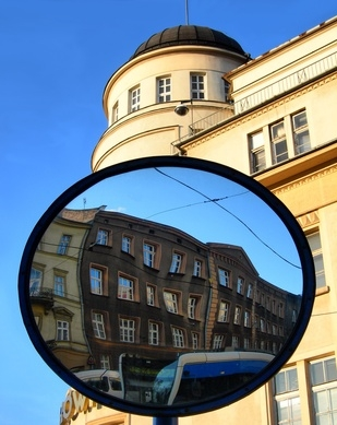Advantages disadvantages of convex mirrors the for Mirror synonym