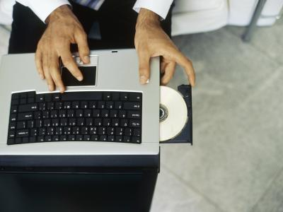 bHow to Open a DVD Drive on a HP Laptop