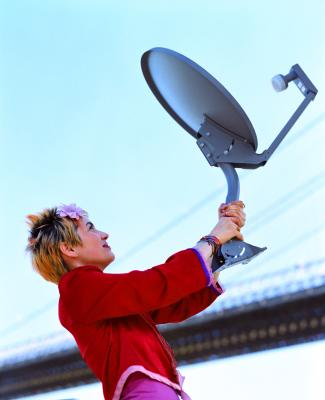 bHow to Use a Satellite Dish As a TV Antenna for a Digital Signal