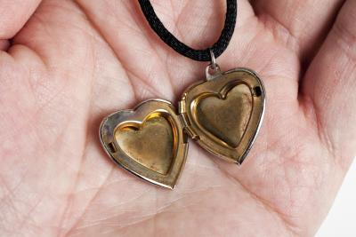 bHow to Print a Picture for a Locket