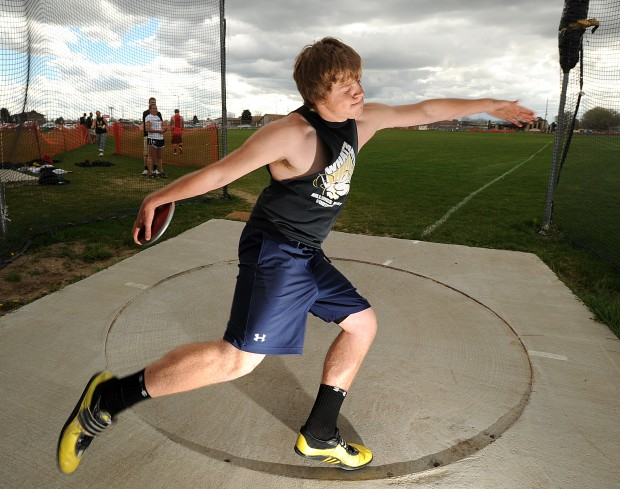 how to throw a discus Discus throw is an important and integral field event in athletics the discus throw was included in the olympic games an individual event for males and females it is a part of the decathlon but is not included in the heptathlon.