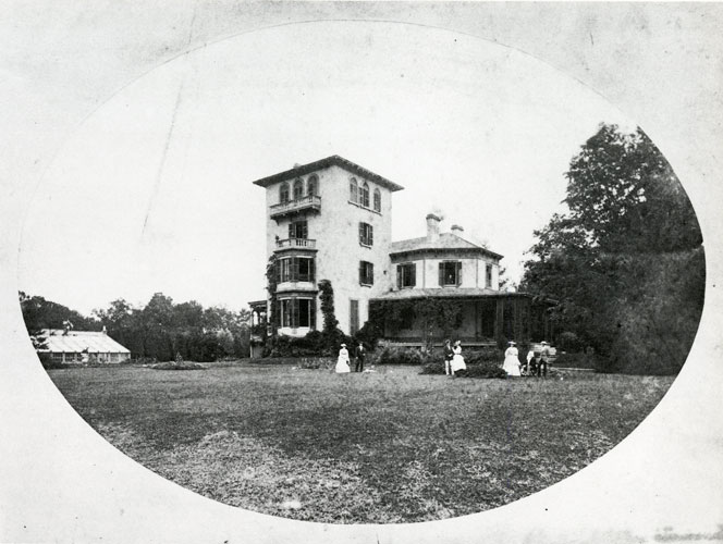 Morse House with Members of the Morse Family