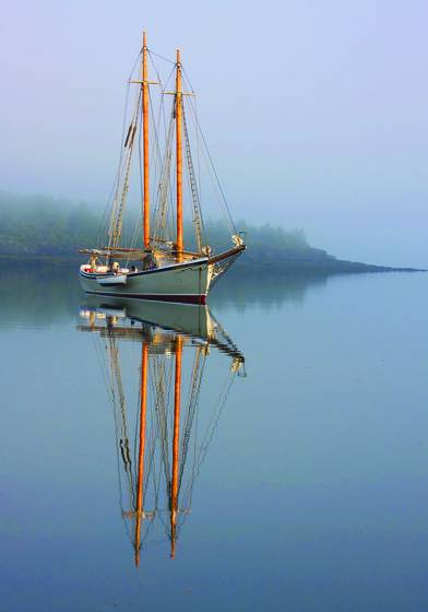 Schooner_american_eagle_at_anchor
